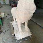 Производство фигуры льва из стеклопластика